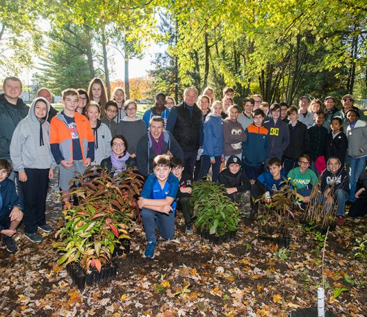 Rosemère students dig in for biodiversity
